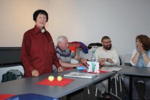 Hella Korfmann begrüßt die Gäste aus Erlangen
