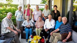 Gruppenbild der Besucherinnen und Besucher in der Wohngruppe
